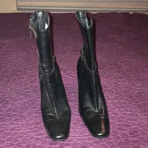 Anne Klein low height heeled boots